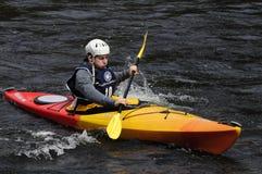Kayaker στο άσπρο ντέρπι νερού ποταμών του Hudson, βόρειος ποταμός, Νέα Υόρκη Στοκ εικόνα με δικαίωμα ελεύθερης χρήσης