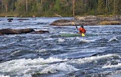 Kayaker στο whitewater Στοκ εικόνες με δικαίωμα ελεύθερης χρήσης