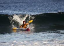 Kayaker in actie Stock Foto's