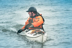Kayaker in actie stock foto's
