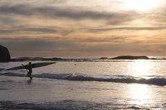 Kayaker bij Zonsondergang Royalty-vrije Stock Afbeelding
