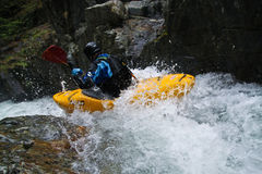 Kayaker da água branca Fotografia de Stock Royalty Free