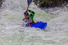 Kayaker dans l'eau rugueuse #3 Photos stock