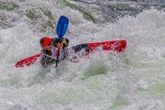 Kayaker dans l'eau rugueuse #1 Photos stock