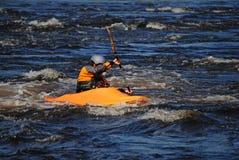 Kayaker dans l'océan Photos libres de droits