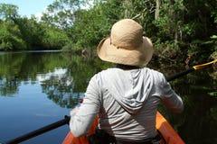 Kayaker de exploración Foto de archivo libre de regalías