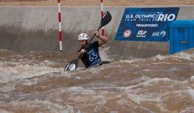 Kayaker an den Stromschnellen Oklahoma City RiverSport lizenzfreie stockfotografie