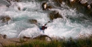 Kayaker en el agua blanca Fotografía de archivo