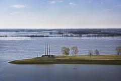 Kayaker en el río Misisipi inundado Foto de archivo libre de regalías
