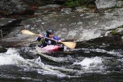 Kayaker en Hudson River White Water Derby, cala del norte, nueva foto de archivo libre de regalías