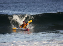 Kayaker en la acción Fotos de archivo