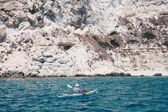 kayaker en la costa de Cagliari Imagenes de archivo
