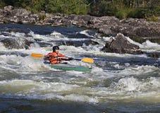 Kayaker en whitewater Fotos de archivo libres de regalías