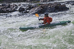 Kayaker en whitewater Imagen de archivo libre de regalías