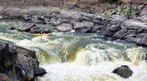 kayaker gwałtownych target1355_1_ Zdjęcia Royalty Free