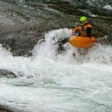 Kayaker nella cascata Fotografie Stock Libere da Diritti