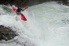 Kayaker nella cascata Fotografia Stock Libera da Diritti