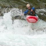 Kayaker nella cascata Fotografie Stock