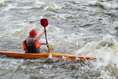 Kayaker op rivier Vuoksi Royalty-vrije Stock Foto