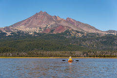 Kayaker op Vonkenmeer in Centraal Oregon Stock Foto's