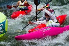 Kayaker que compite con en los juegos del río del payette Fotografía de archivo