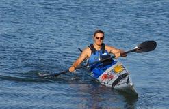 Kayaker que muestra apagado Fotografía de archivo libre de regalías
