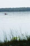 Kayaker-Rudersport auf Michigansee Stockfoto