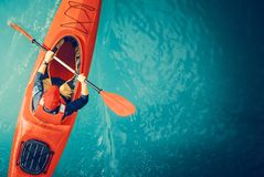 Kayaker See-Ausflug-Antenne stockfotos