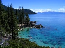 Kayaker solitário em Lake Tahoe bonito Imagens de Stock Royalty Free