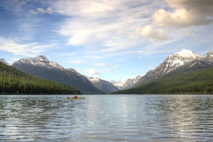 Kayaker sur le lac bowman Images libres de droits