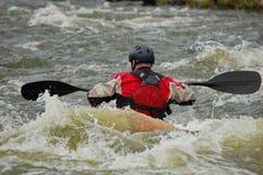 Kayaker szkolenie na szorstkiej wodzie Fotografia Royalty Free