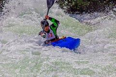 Kayaker W Szorstkiej wodzie -3 zdjęcia stock