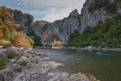 Kayakers στον ποταμό Ardeche στη Γαλλία Στοκ Εικόνες