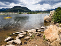 Kayakers на озере Estes Стоковые Фотографии RF