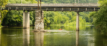 Kayakers на James River стоковые изображения rf