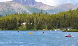 Kayakers озера Maligne Стоковая Фотография RF
