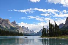 Kayakers озера Maligne Стоковое фото RF