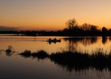 Kayakers au crépuscule Photo libre de droits