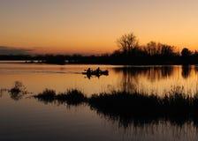 Kayakers au crépuscule Photo libre de droits