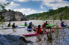 Kayakers che si preparano sul fiume Potomac - 1 Fotografia Stock