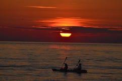 Kayakers de la puesta del sol Imagen de archivo