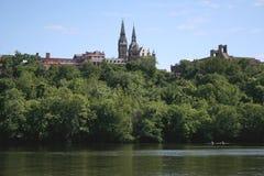 Kayakers debajo de la universidad de Georgetown Imágenes de archivo libres de regalías