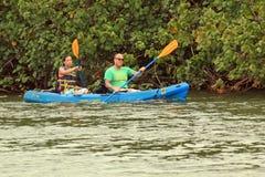 Kayakers del río de Wailua Imagen de archivo