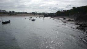 Kayakers, die heraus zum Meer vorangehen stock video footage