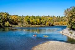 Kayakers na łęk rzece Zdjęcie Royalty Free