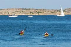 Kayakers na morzu w lecie Zdjęcie Stock