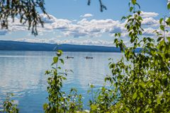 Kayakers nel lago Skilak fotografie stock libere da diritti