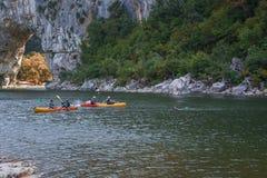 Kayakers op de rivier Ardeche in Frankrijk Royalty-vrije Stock Foto