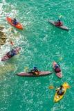 Kayakers sul mare Fotografie Stock Libere da Diritti