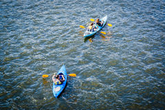 Kayakers w Charles rzece w Cambridge, Massachusetts Obraz Royalty Free